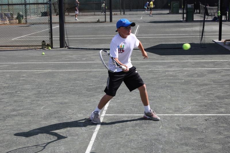 Tennis Training kid playing HIT