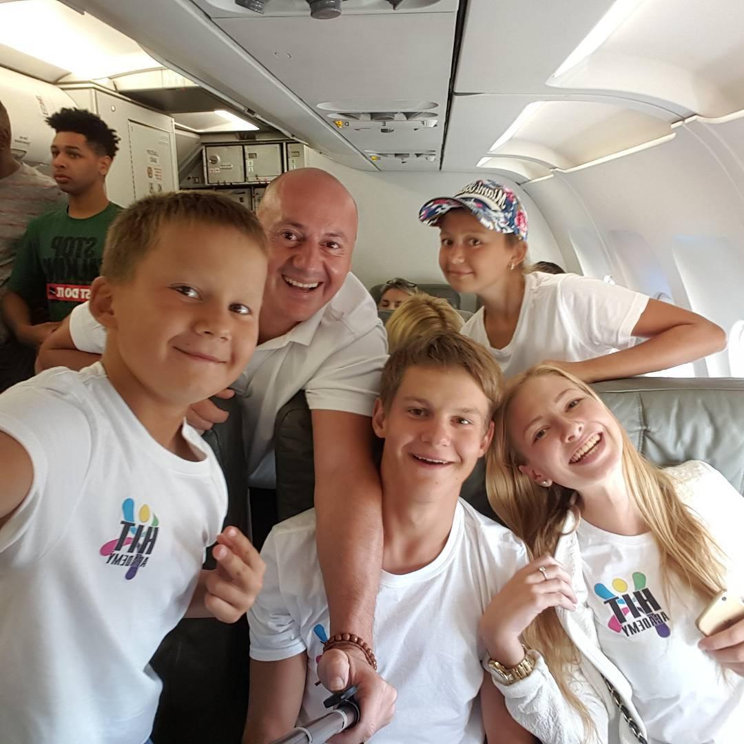 Tennis Academy HIT players in flight